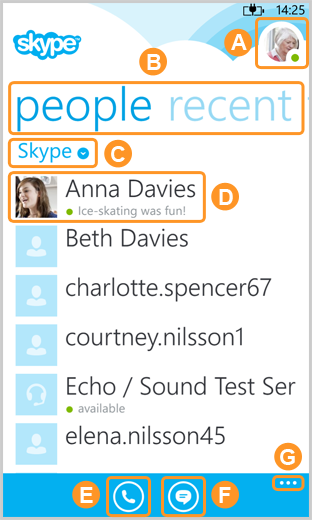Écran d'accueil Skype qui affiche l'avatar, les options de contacts et de conversations récentes, le filtre de contacts Skype, les contacts Skype, les nouvelles icônes d'appel et de messages ainsi que l'option de paramètres.